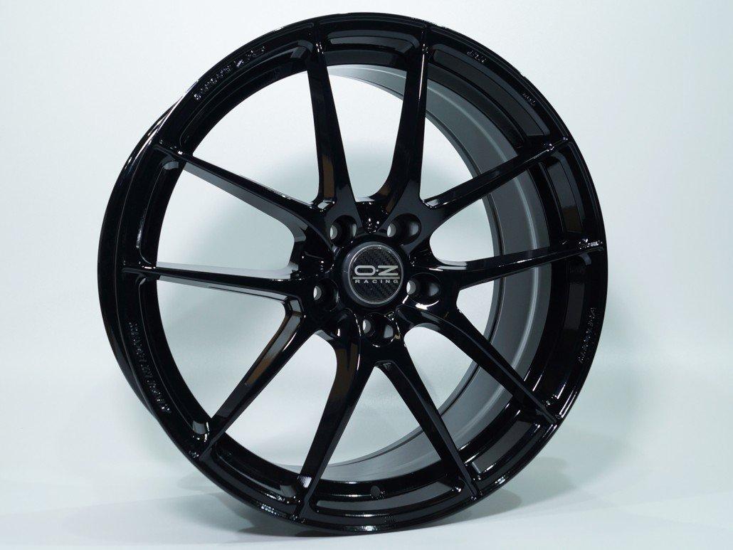 Schwarz hochglanz ral 9005   mainhattan wheels
